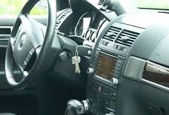 autónyitás sérülésmentesen